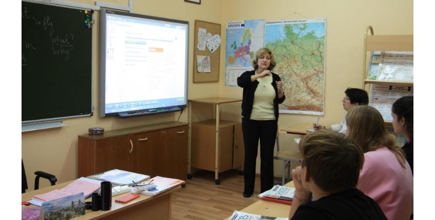 10 октября состоялся открытый урок Елены Михайловны Дементьевой в 8 классе по теме «Первичное закрепление лексических единиц по теме «Полёты».